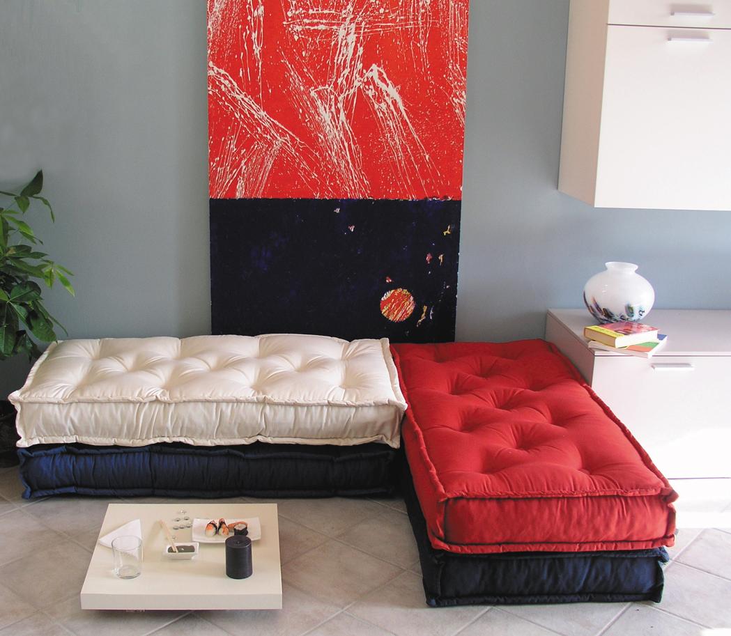 Cuscini trapuntati tabouret materasso a terra divano a for Cuscini materasso arredo
