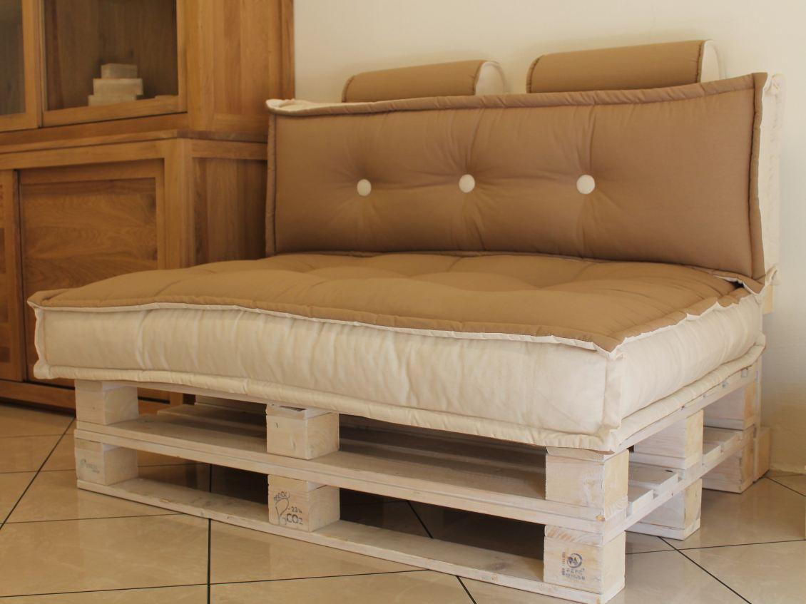 Green pallet divano ecologico cotone riciclato onfuton - Mobili con legno riciclato ...